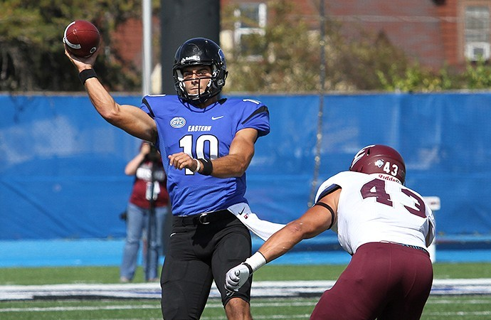 Jimmy G as an Eastern Illinois player making an offensive play.